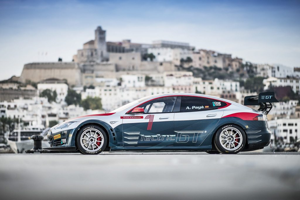 Tesla Model S P100DL EPCS pose side