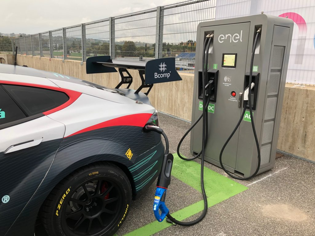 Tesla Model S P100DL EPCS stekkeren station