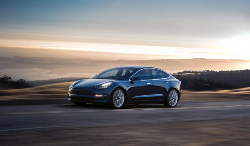 Tesla Model 3 Long Range RWD 4d vol