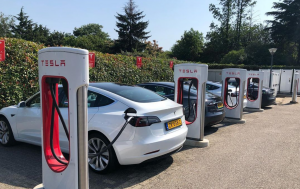 Voltic Electric EVRally Teslas aan Supercharger Urmond